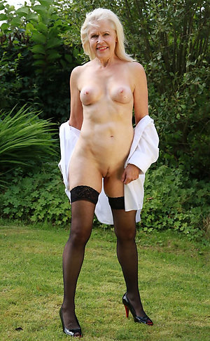 Wonderful amateur mature legs pictures