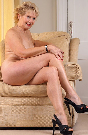 Wonderful Angelica mature legs pics