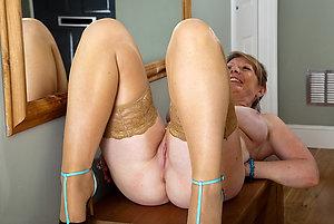 Gorgeous mature legs porn pics