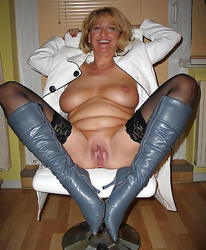 Private mature spreading legs gallery