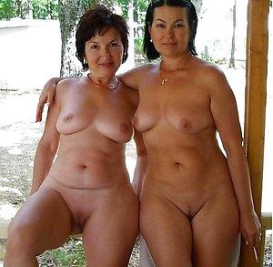 Busty amateur mature lesbians pics