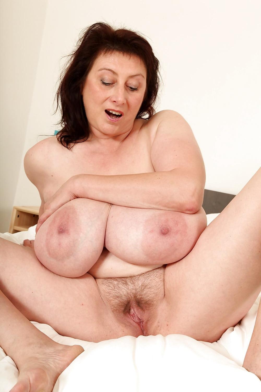 Huge Tits Shemale Masturbation